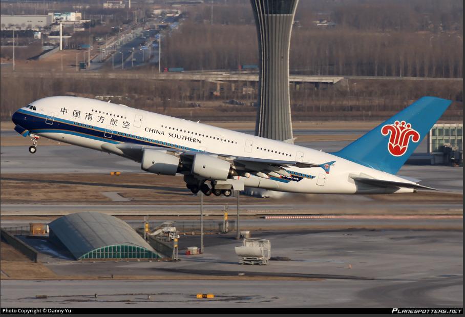 Celníci zadrželi v letadlech z Číny tři tuny látky na výrobu drog za miliardu