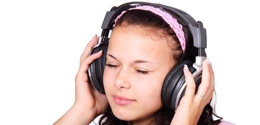 Poslech hudby pacienta uklidňuje stejně dobře jako sedativa
