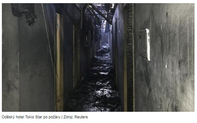 Osm lidí zemřelo při požáru v oděském hotelu, většinu z 200 hostů se podařilo evakuovat