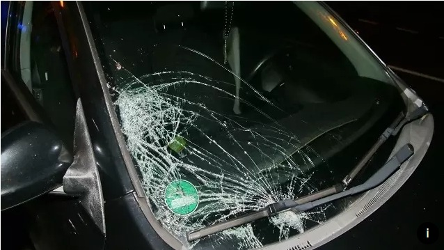 Auto srazilo na Písecku chodce, na místě zemřel