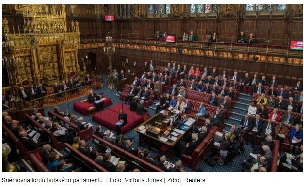 Na brexitovém zákonu už chybí jen podpis královny. Obě komory britského parlamentu ho schválily