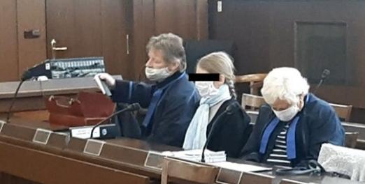 Dítě hodila z okna a pak skočila za ním, soud ji poslal na 17,5 roku za mříže