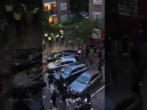 Demonstrace a nepokoje v ulicích …